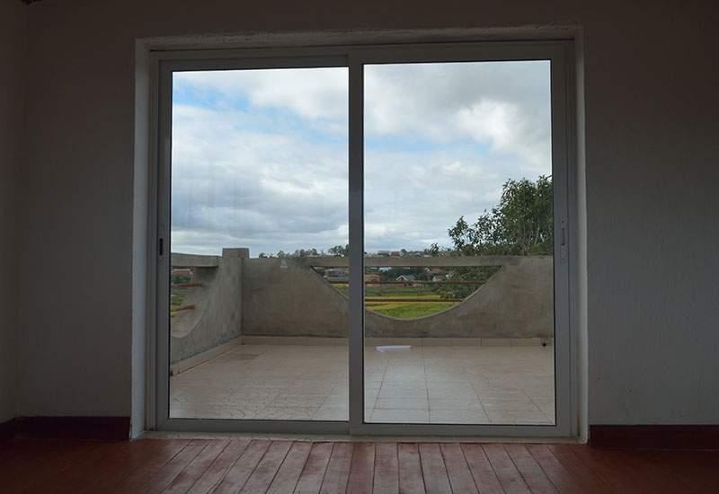 Sliding patio doors benchmark windows for Patio doors with side windows